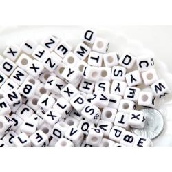 100 Perles Acryliques Alphabet 8mm Mixte MC0108100