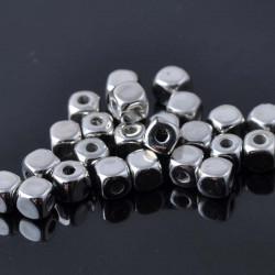 40 Perles Cube Acrylique 4mm Argenté ou Doré MC0104008-MC0104009
